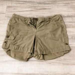 Tommy Hilfiger cargo army green shorts